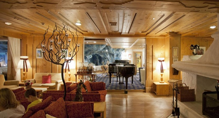 Switzerland_Saas-Fee_Walliserhof Grand Hotel & Spa_lounge.jpg