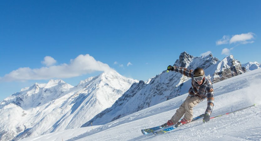 Switzerland_Saas-Fee_Skiing-action.jpg
