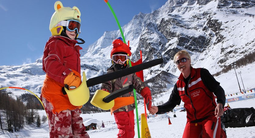 Switzerland_Saas-Fee_Ski-school-children.jpg