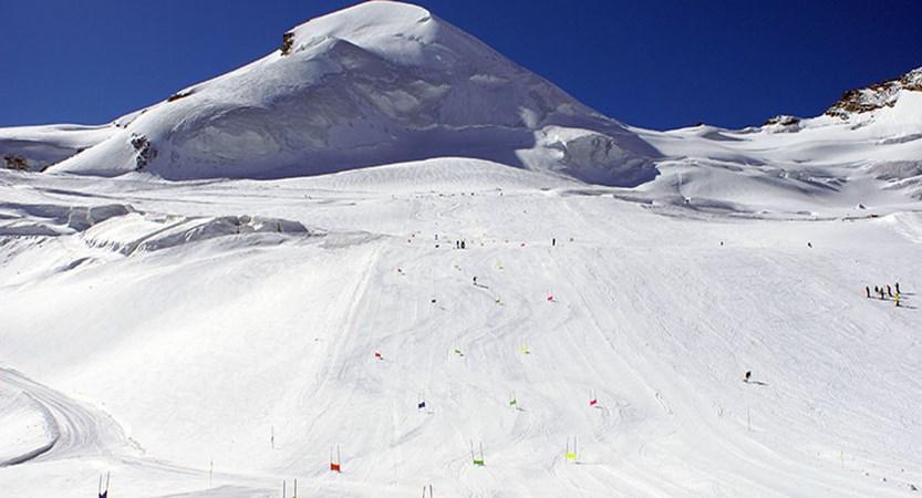 Switzerland_Saas-fee_ski-training.jpg