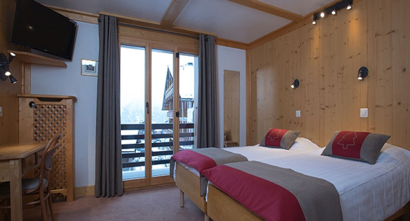 switzerland_verbier_xtra-chalet-de-verbier_bedroom2.jpg