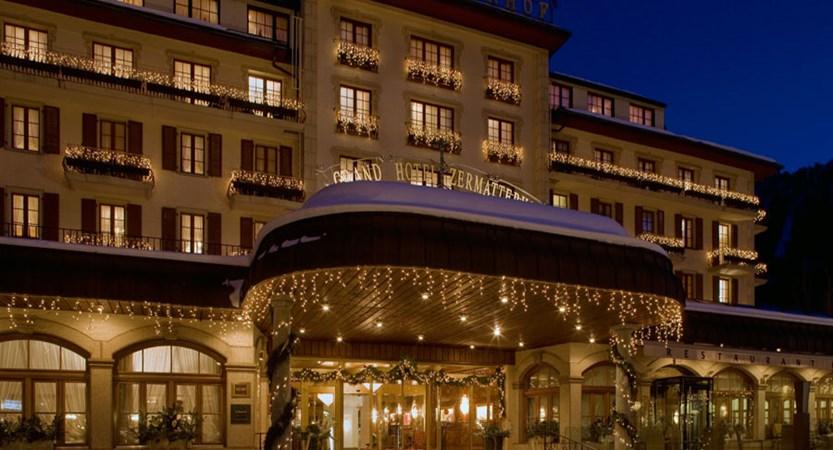Switzerland_Zermatt_Grand_Hotel_Zermatterhof_exterior_night.jpg