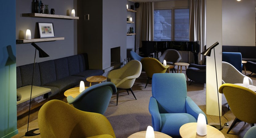Switzerland_Zermatt_Ambassador-suites_Lounge-area.jpg