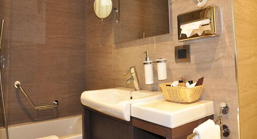 Switzerland_Zermatt_Hotel-Ambassador-bathroom.jpg