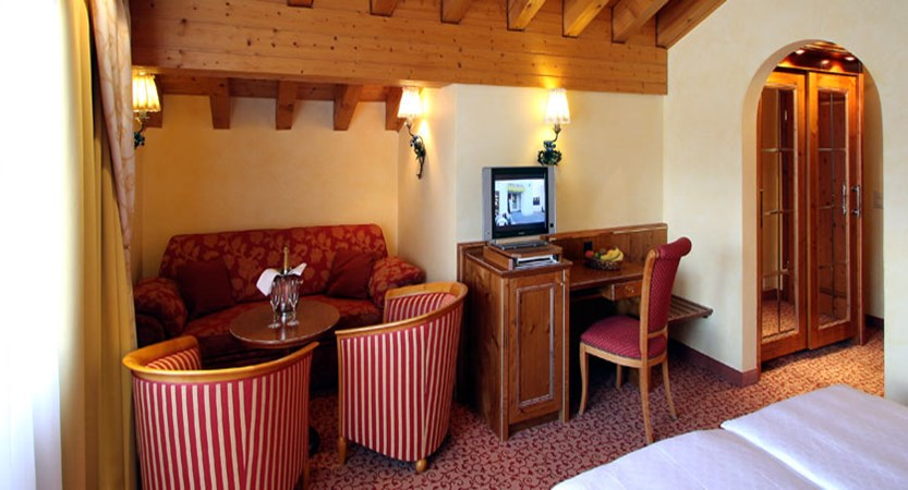 switzerland_zermatt_hotel-schonegg_double-bedroom.jpg