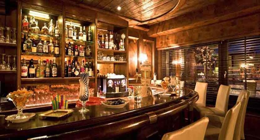 Switzerland_Zermatt_Hotel-Mirabeau_Bar.jpg