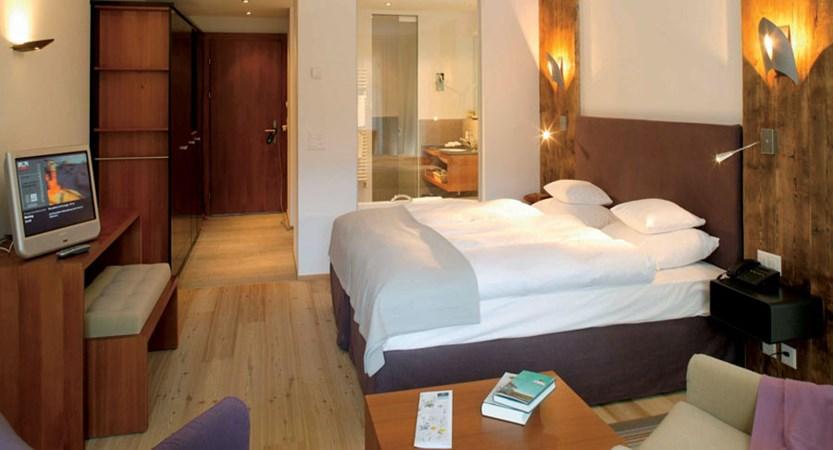 Switzerland_Zermatt_Hotel-Mirabeau_Double-bedroom2.jpg