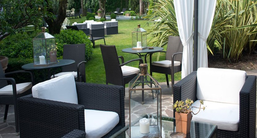 Piccola Vela Hotel, Desenzano, Lake Garda, Italy - The relaxing garden.jpg