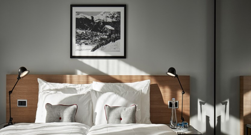 switzerland_davos_hard-rock-hotel_spenglers-bedroom-sbk_2.jpg
