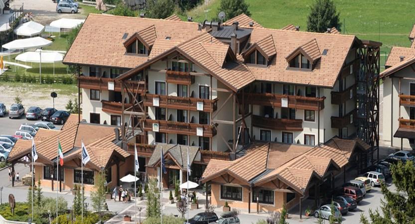 golf-hotel-folgaria-exterior-2.jpg