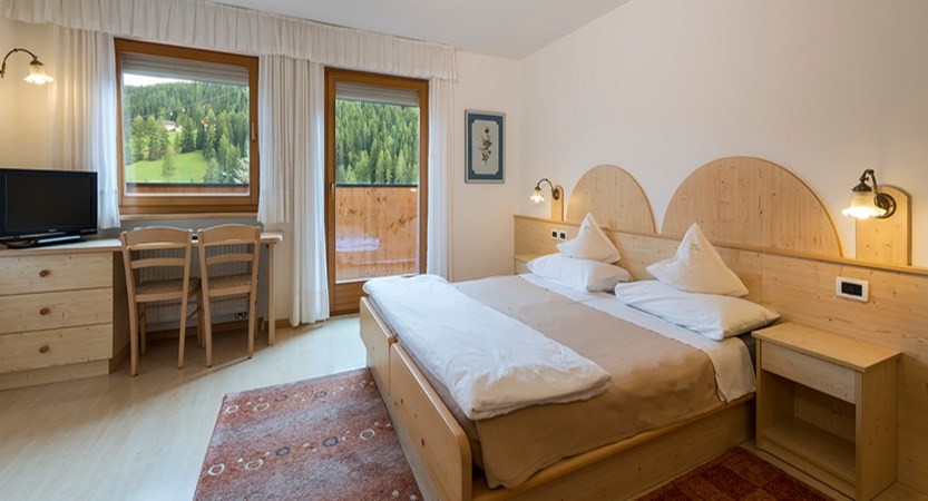 hotel-la-stua-bedroom.jpg