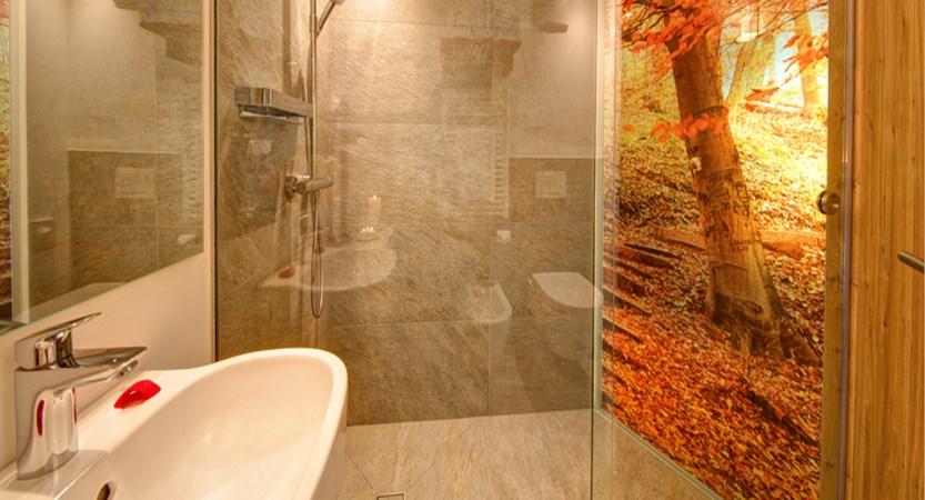 mountain-design-hotel-eden-bathroom - Copy.jpg