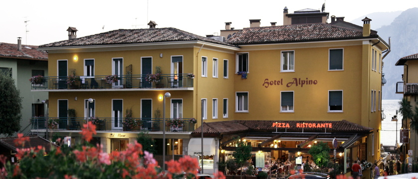 hotel-alpino-exterior.jpg