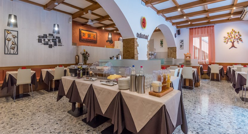 hotel-alpino-restaurant.jpg