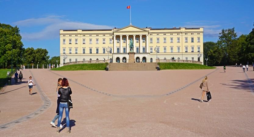 norway_oslo_palace.jpg