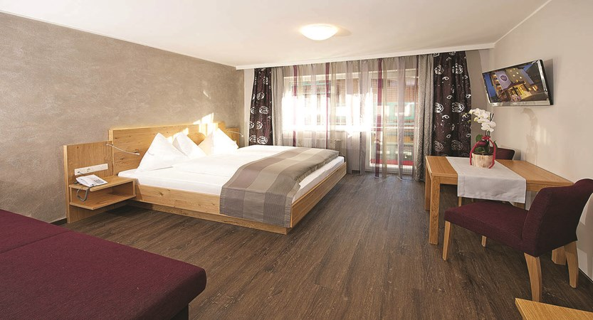 bedroom-hotel-almrausch-hinterglemm-austria.jpg