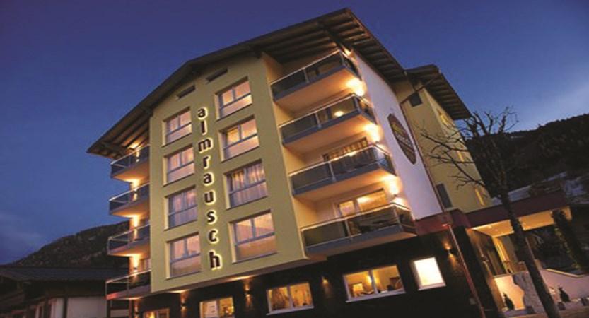 exterior-hotel-almrausch-hinterglem-austria.jpg