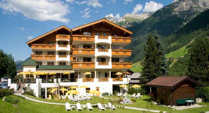exterior-2-hotel-der-stubairhof-neustift-austria.jpg