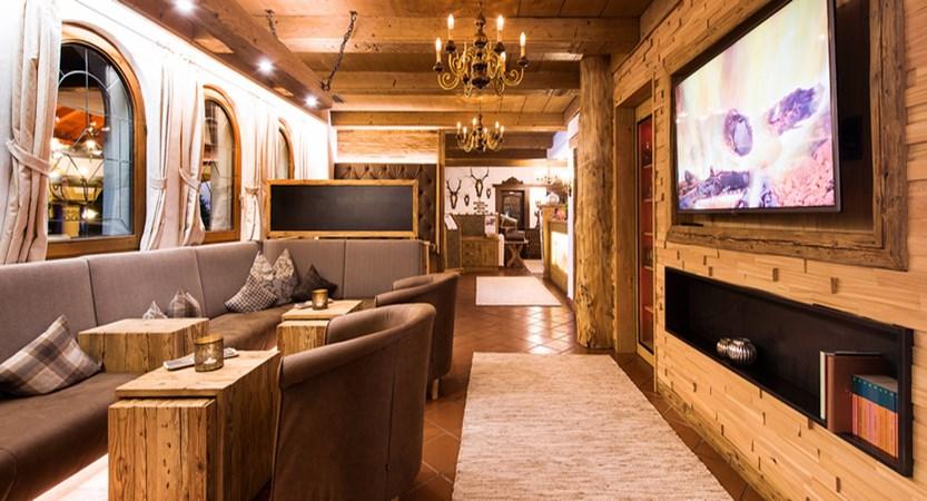 lobby-hotel-der-stubaierhof-neustift.jpg