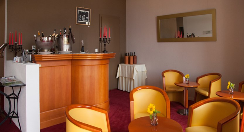 switzerland_montreux_hotelbonrivage_hotel-bar.jpg