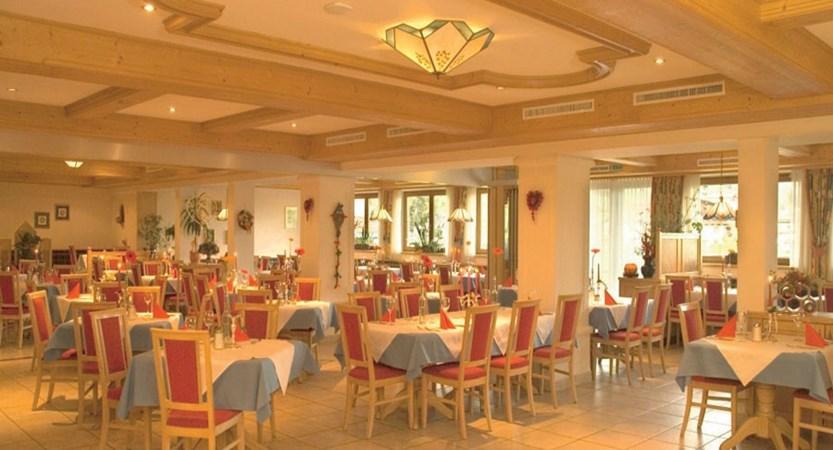 Austria_Oberau_Hotel-tirolerhof dining area