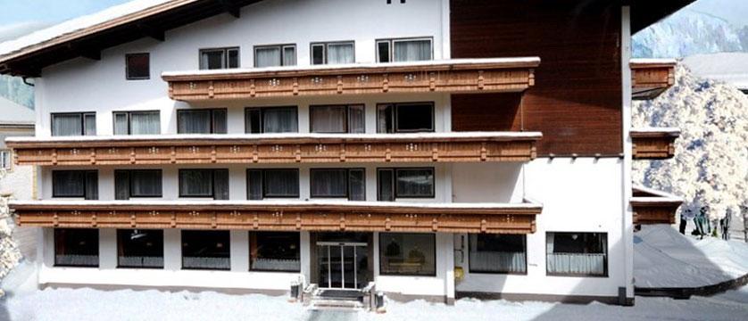 austria_mayrhofen_hotel-kirchenwirt_exterior.jpg