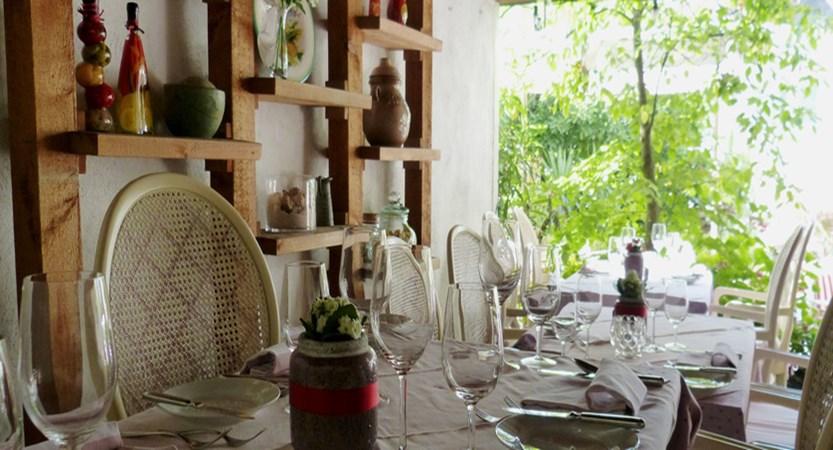 Dining area1.jpg
