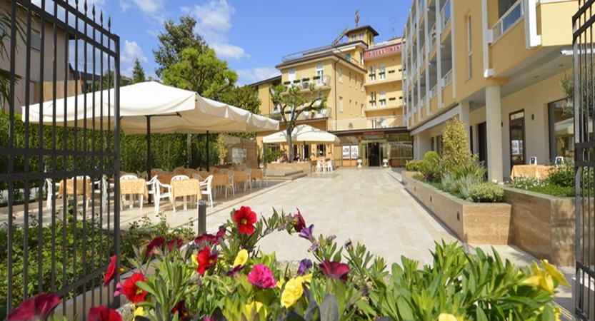 Hotel Bisesti - Entrance.jpg