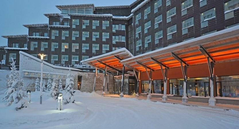 Lapland_Levi_HotelPanorama_Exterior entrance.jpg