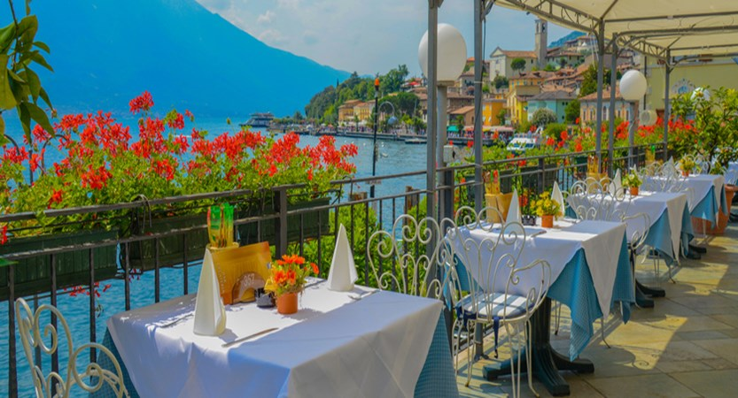 Hotel All'Azzurro Restaurant with Lake View.jpg