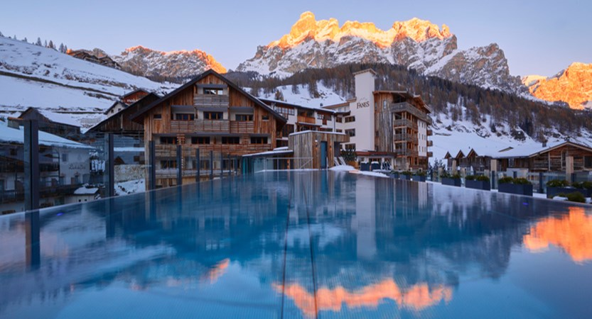 Italy_San-cassiano_Hotel-fanes_Rooftop_Pool_at_Dawn.jpg