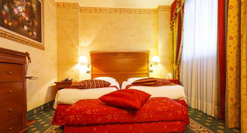 Hotel Cristallo, Sestriere - Deluxe bedroom.jpg