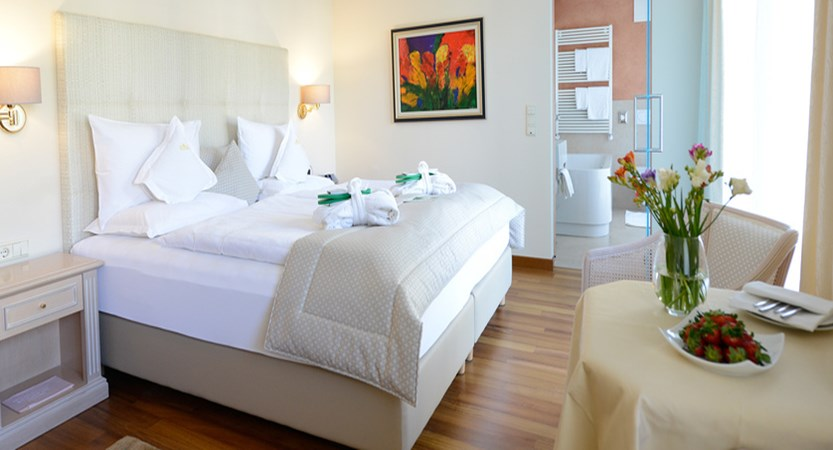 Hotel Adria  - Bedroom.jpg