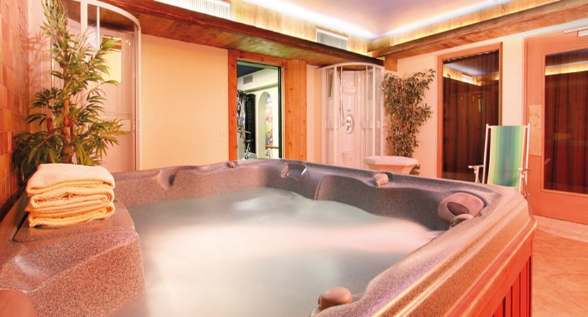 italy_dolomites_canazei_hotel_bellevue_whirlpool.jpg