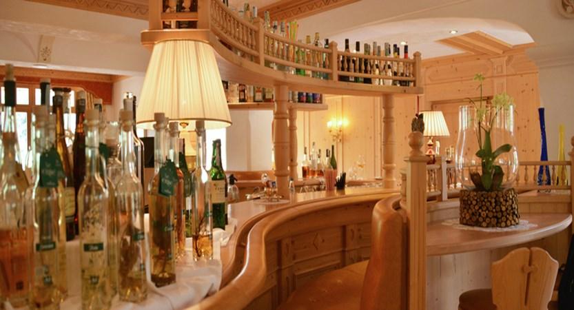 Italy_San-cassiano_hotel_diamant_bar.jpg