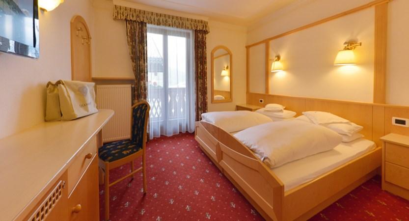 Bedroom2.jpgItaly_San-cassiano_hotel_diamant_bedroom.jpg