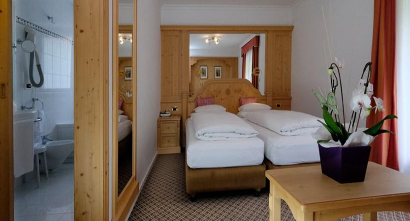 italy_dolomites-ski-area_arabba_hotel_evaldo_bedroom_ensuite.jpg