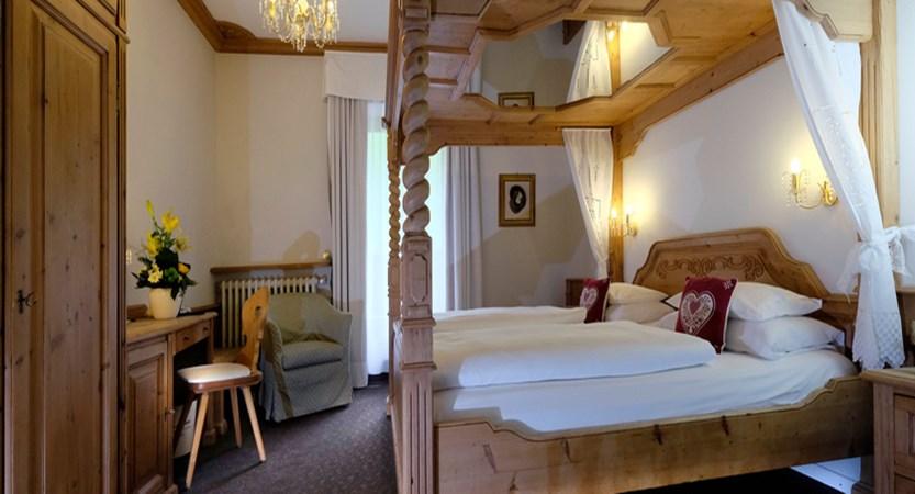 italy_dolomites-ski-area_arabba_hotel_evaldo_bedroom.jpg (1)