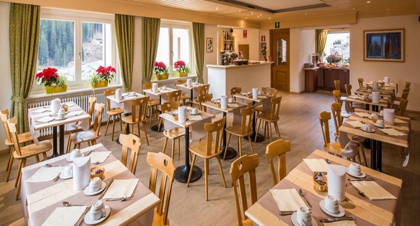 italy_dolomites-ski-area_arabba_hotel-bellavista_dining_area.jpg