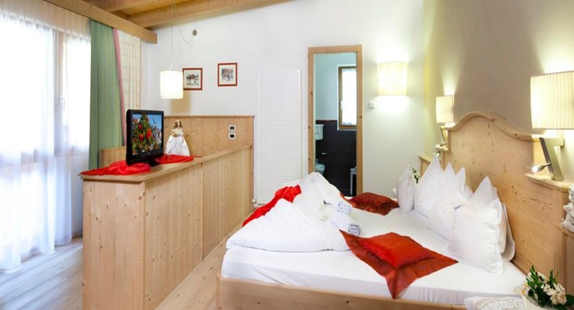 italy_dolomites_colfosco_hotel-mezdi_superiorjpg
