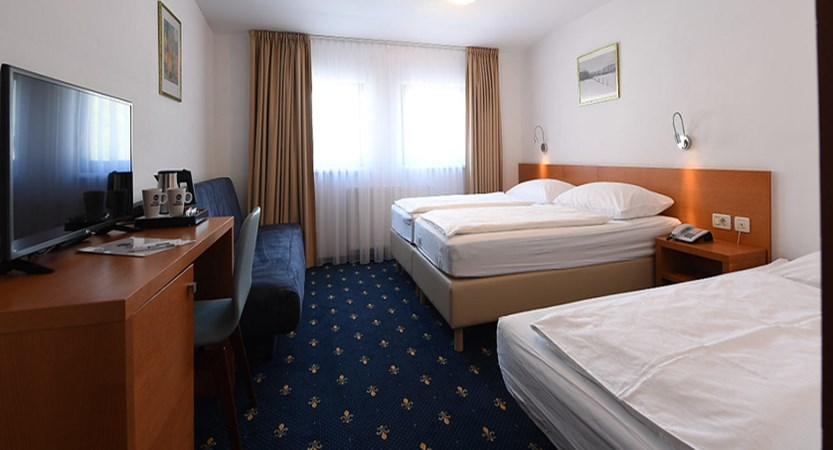 slovenia_kranjska-gora_best-western-hotel_bedroom.jpg