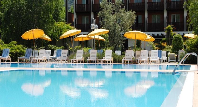 Hotel Iseolago - Pool.jpg