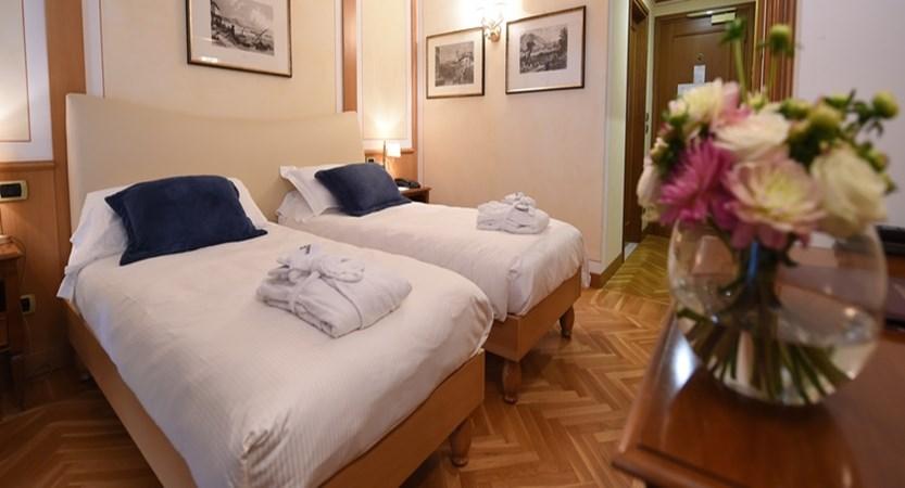 Hotel Iseolago - Twin Room.jpg