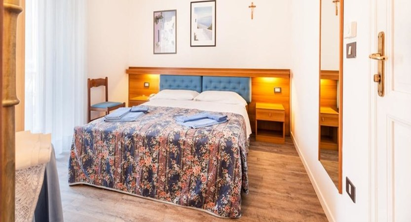 Hotel Lido Bedroom.jpg