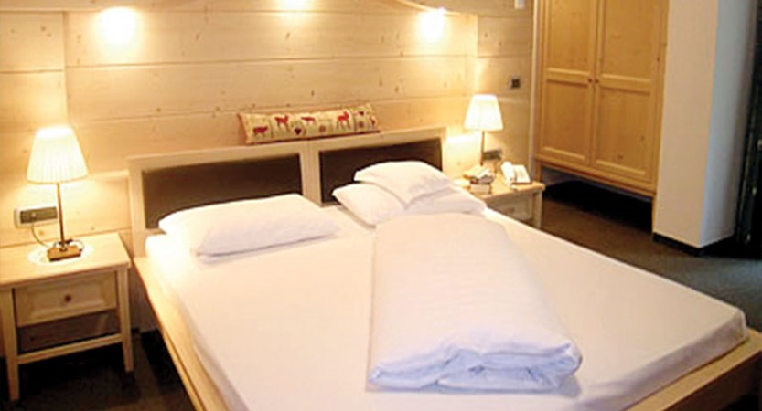02-cont-bed.jpg