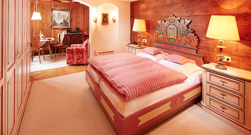 hotel-gasthof-post-postillion-bedroom.jpg