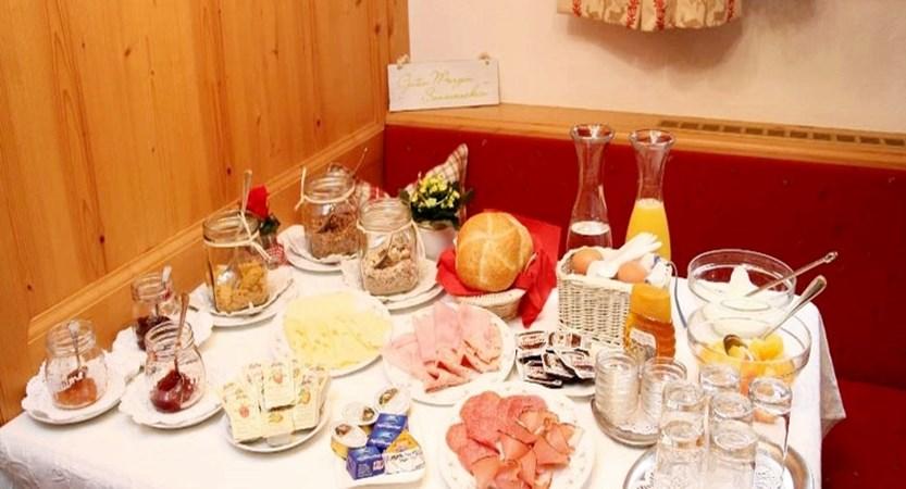 Dinning area2.jpg