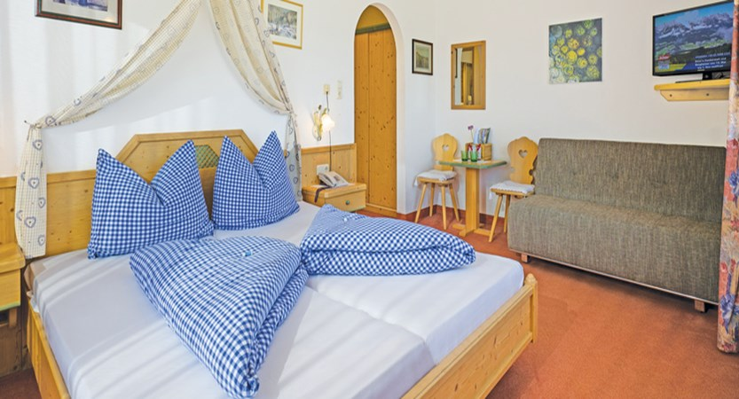 Austria_Ellmau_Claudia_Bedroom.jpg