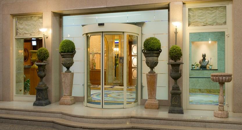 Hotel Simplon Entrance.jpg