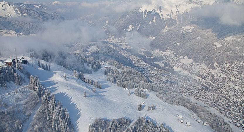 france_portes-du-soleil_morzine_village-slopes.jpg